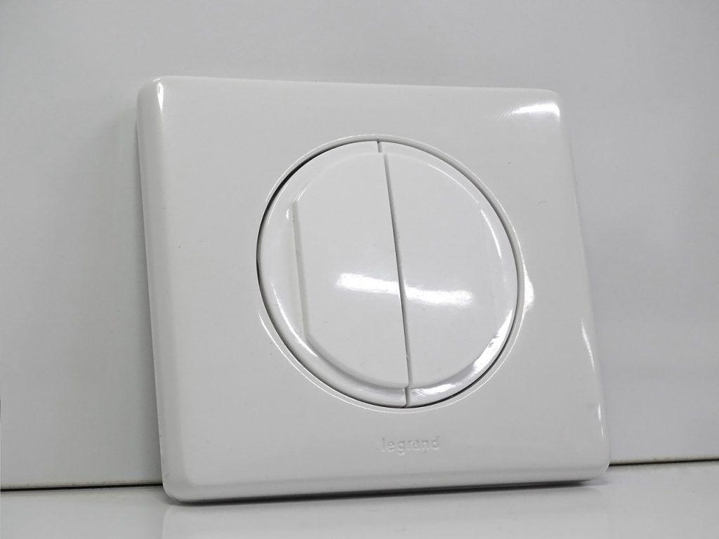 L'interrupteur avec son cache